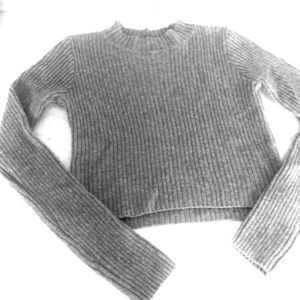 Brandy Melville ribbed cropped sweater